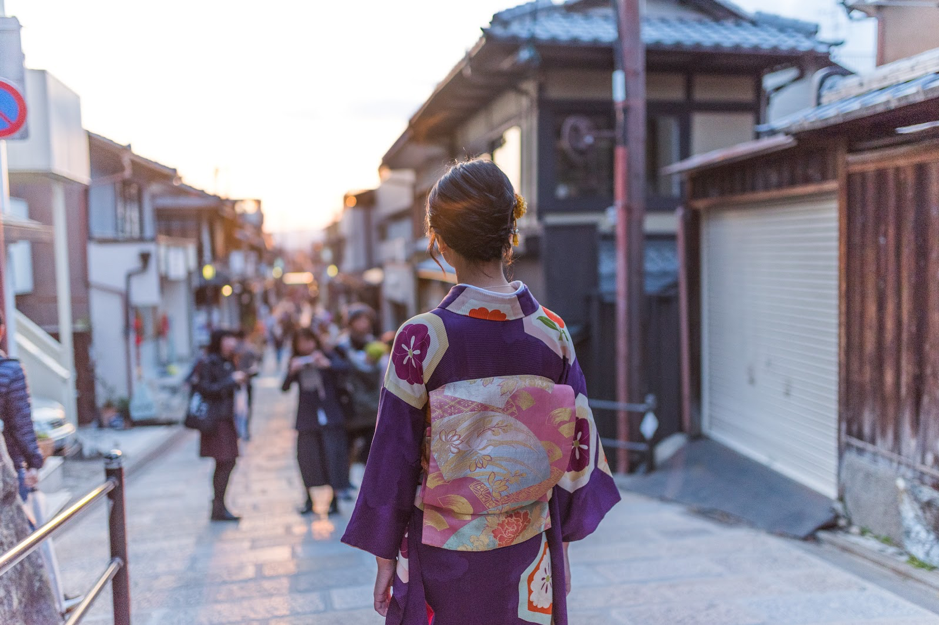 girl-with-kimono-in-osaka