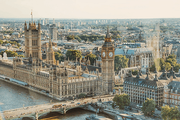 reasons to intern in london - paraliment